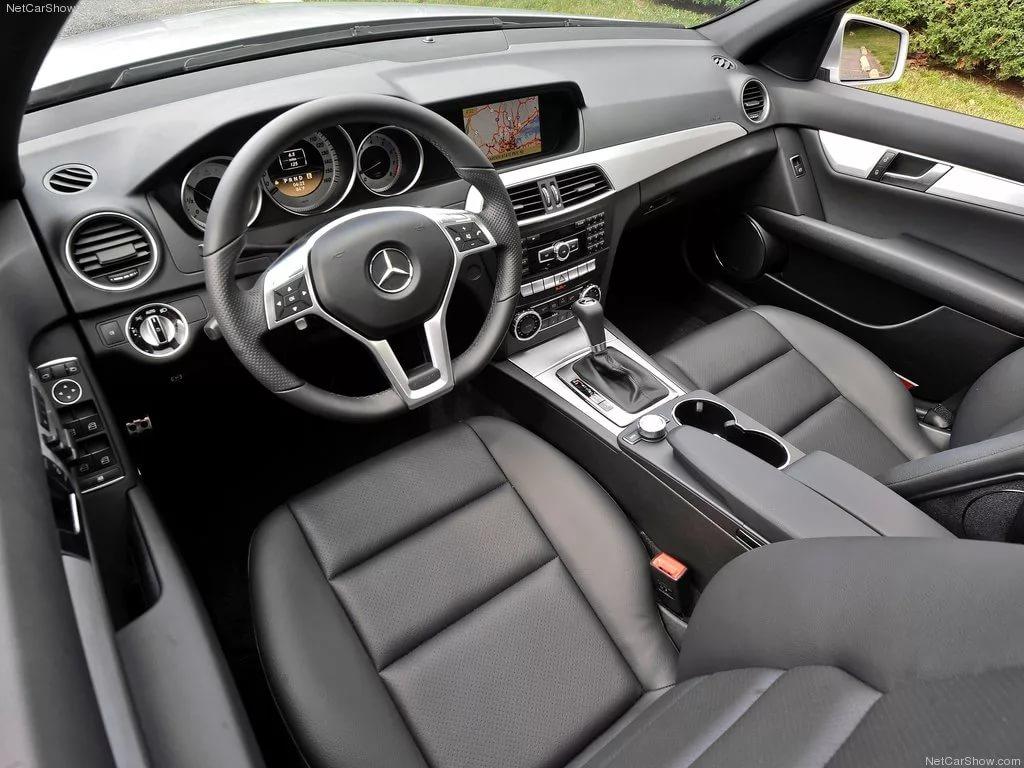 Mercedes-Benz в Белка Блэк